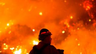US West Coast fires in maps, graphics and images