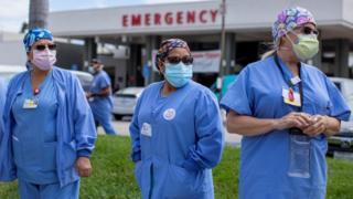 Covid: US death toll passes 200,000