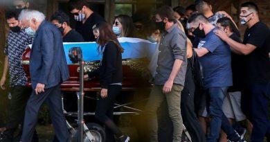 Maradona death: Anger as 'scoundrel' has photo taken 'touching footballer's body' | World News