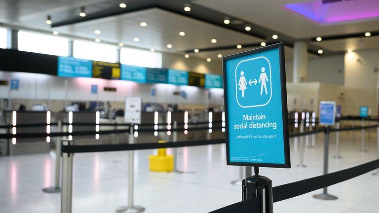 Skynews Gatwick Airport 5213745.jpg