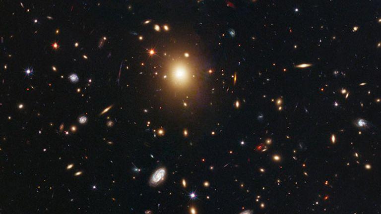 Skynews Hubble Abel 2261 Galaxy 5229010.jpg