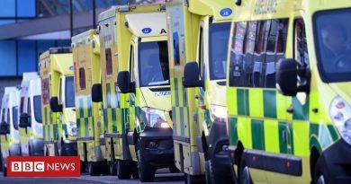 116389355 ambulances.jpg