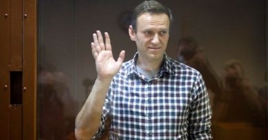Alexei Navalny's doctors denied access to him in jail amid fears he 'could die at any moment' | World News