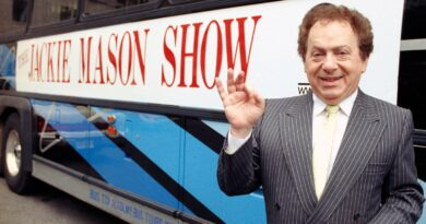 Jackie Mason: Stand-up comedian, Simpsons star and former rabbi dies aged 93 | Ents & Arts News