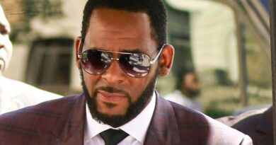 R Kelly: Jurors begin deliberations in R&B star's sexual misconduct trial in New York | World News