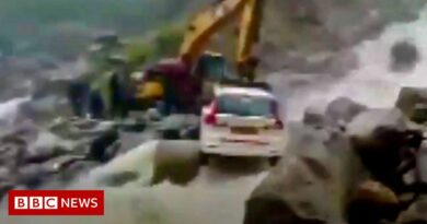 Uttarakhand floods: Dramatic rescue of car passengers trapped in floods